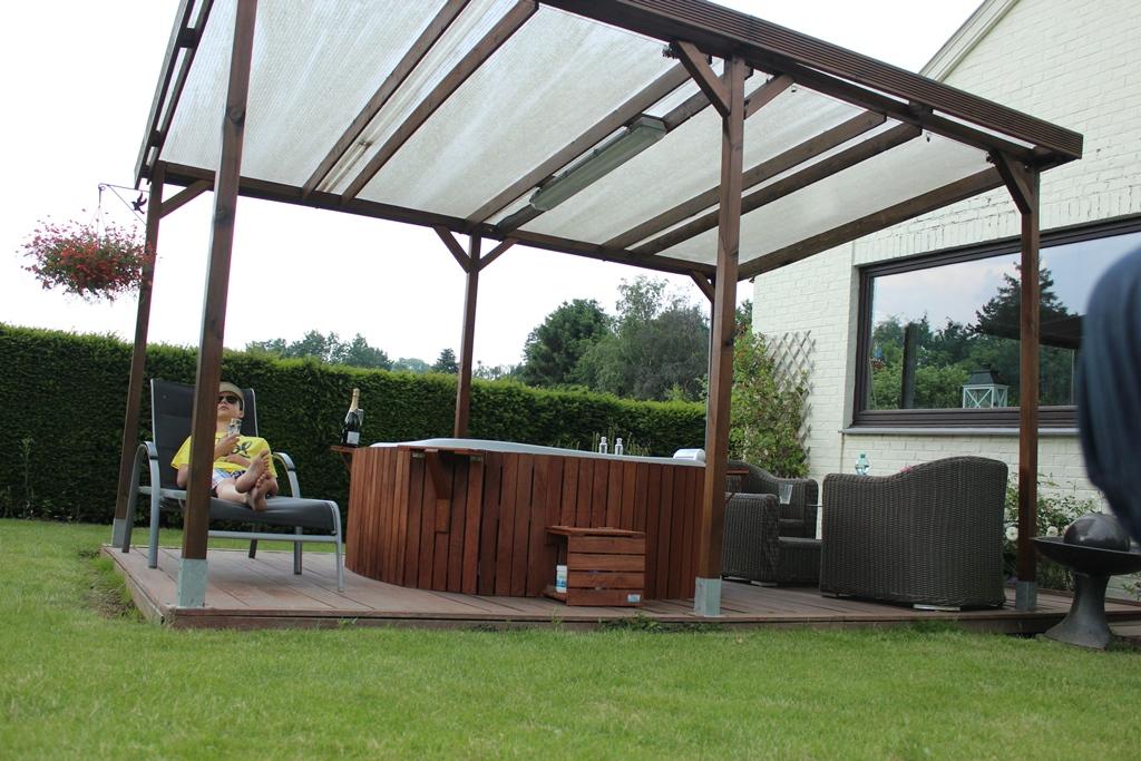 habillage bois spa gonflable excellent spa exterieur gonflable spa gonflable places spa. Black Bedroom Furniture Sets. Home Design Ideas