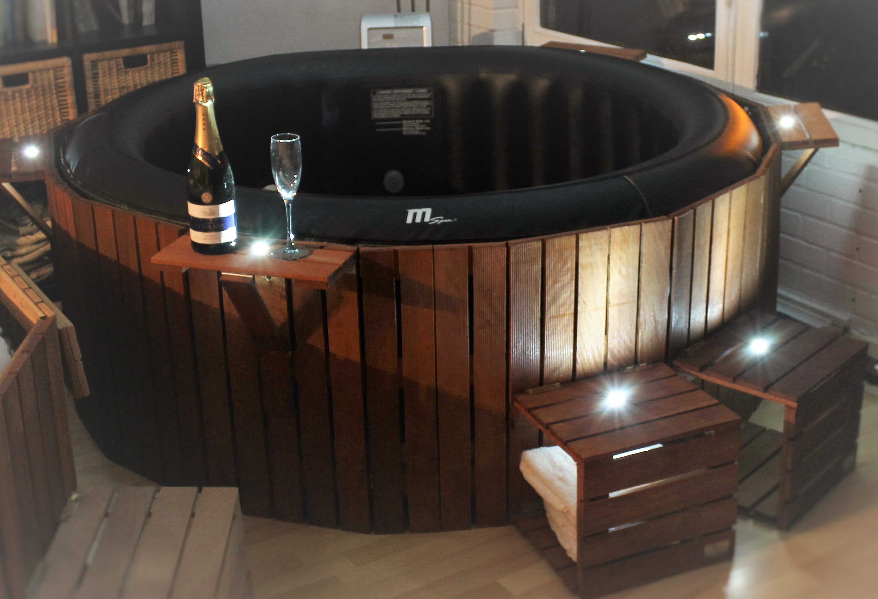 prix de vente jacosi le jacuzzi cosy. Black Bedroom Furniture Sets. Home Design Ideas